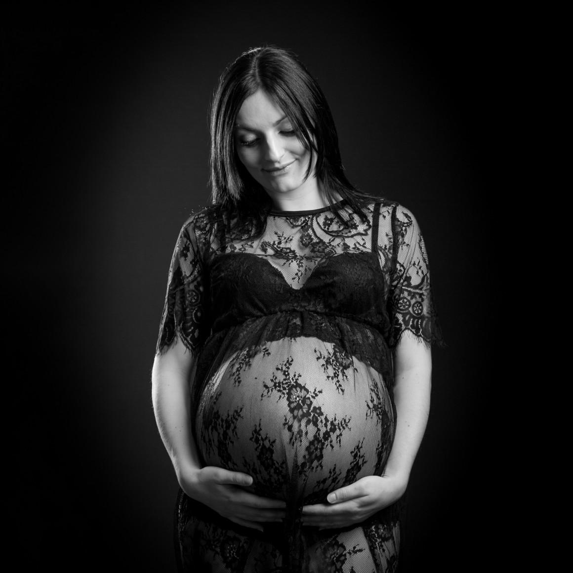 photographe-bourges-femme-enceinte-grossesse-futures-mamans-beauté-9mois-ventre-rond-studio-maternité-photo